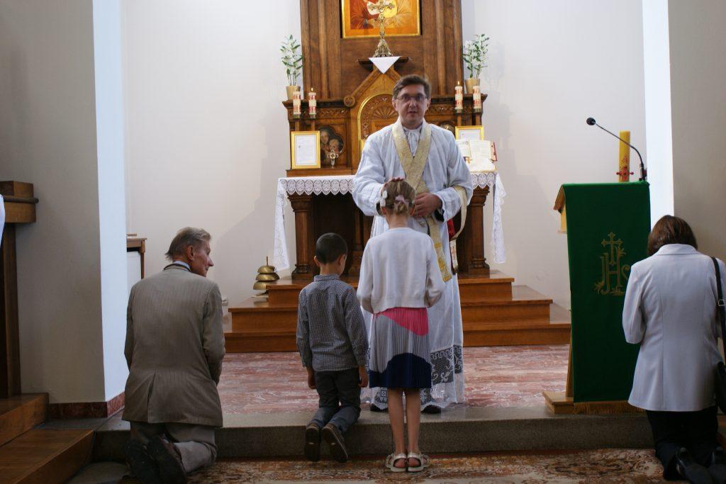 Błogosławieństwo dzieci, które nieprzyjmują jeszcze Komunii świętej.