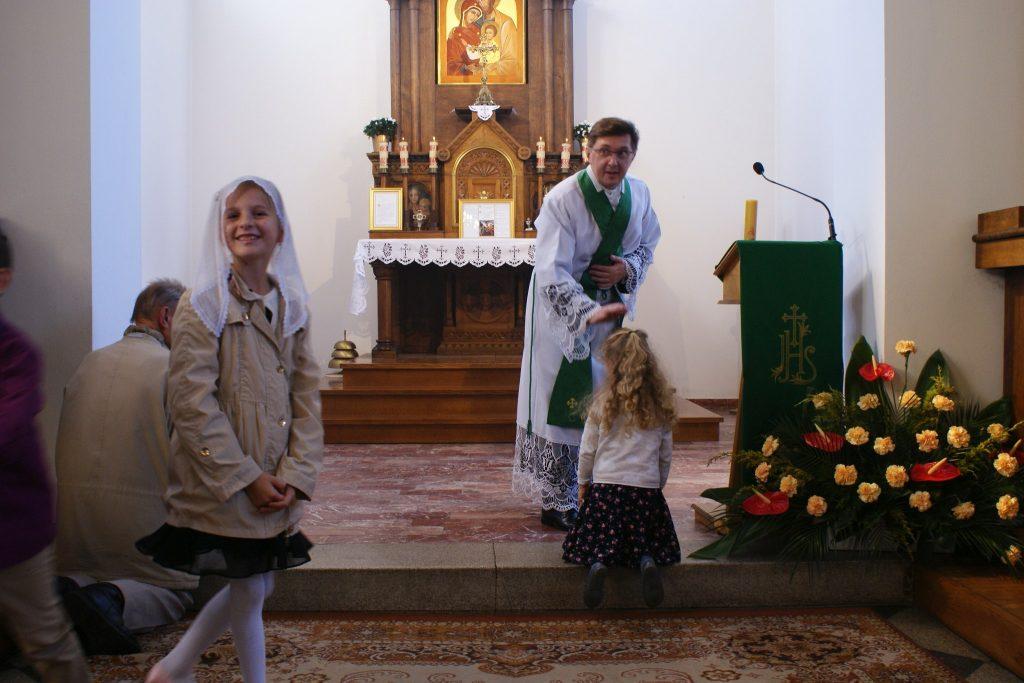 Błogosławieństwo dzieci, które nieprzystępują doKomunii świętej.