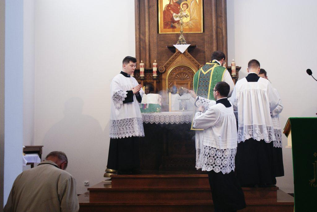 Okadzenie ceremoniarza